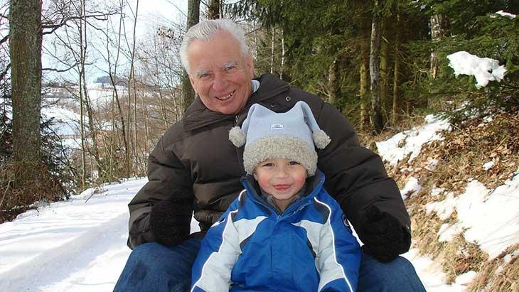 Mit einem Rentnerkredit ist der Winterulaub mit dem Enkel nicht nur ein Traum